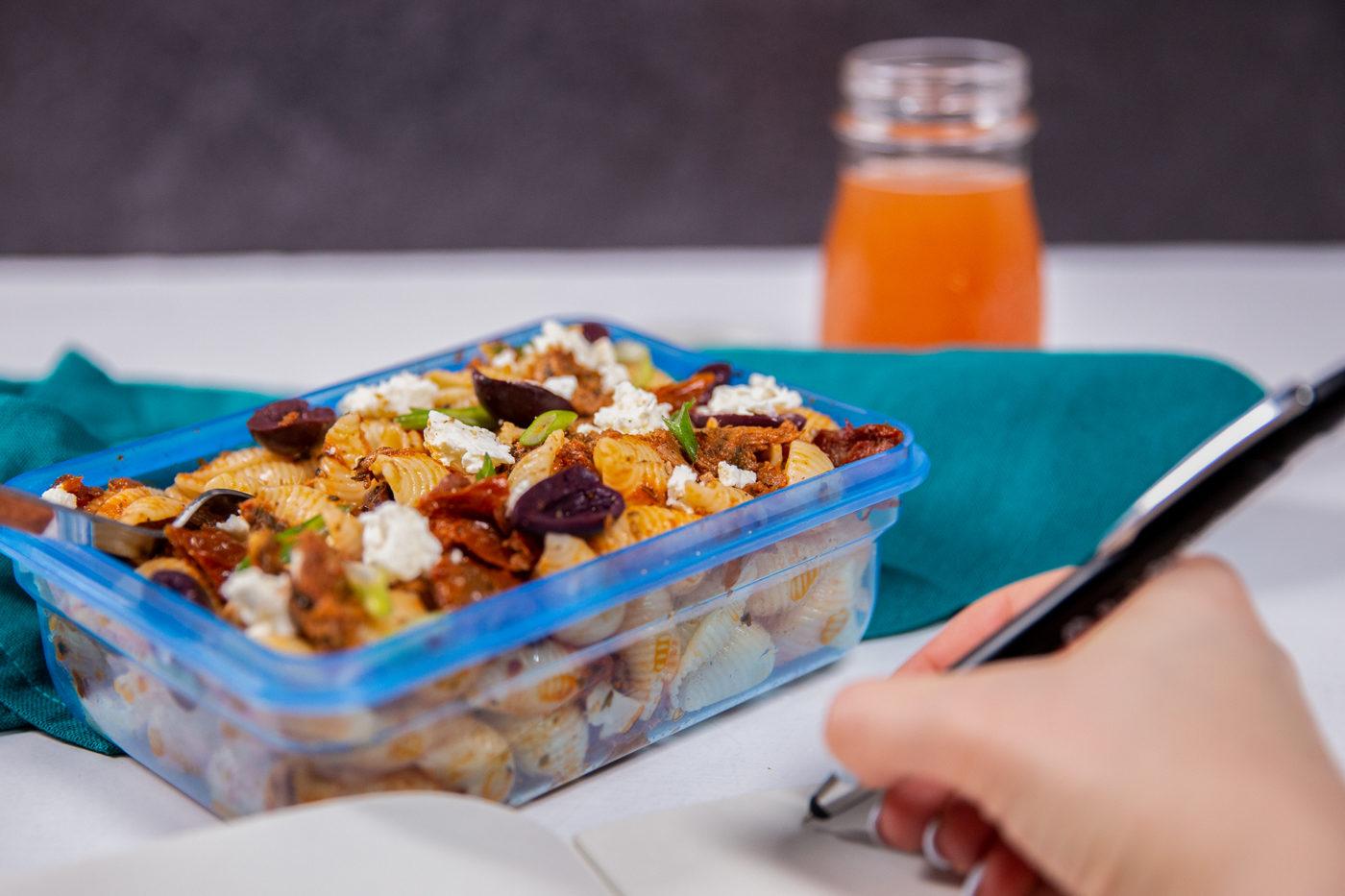 Salade de pâtes au thon facile à préparer – riche en protéines et idéale pour les enfants!